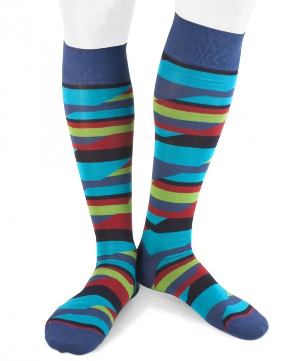 Calze lunghe a righe spezzate colorate in cotone per uomo su fondo blu